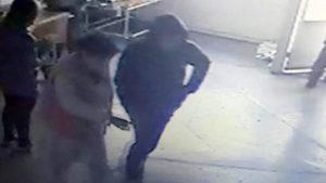 В запорізьку лікарню чоловік доставив жінку з пораненням в шиї: поліція шукає злочинця, — ВІДЕО