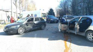 В Запоріжжі вдень сталася аварія: розбито дві машини, — ФОТО
