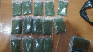 В Дніпрорудному поліцейські затримали чоловіка, який при собі мав 21 пакетик з