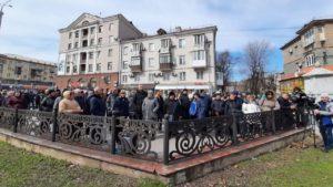 В Запорожье рыночники пикетируют мэрию против запрета торговли на время карантина, — ФОТО