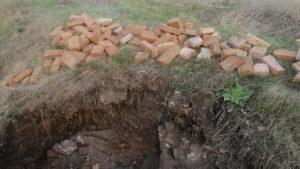 В Запорожской области вандалы разрушили старинный склеп, — ФОТО