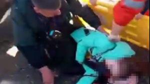 В Запорожье умерла девочка, на которую упала деревянная статуя, — ВИДЕО (18+)