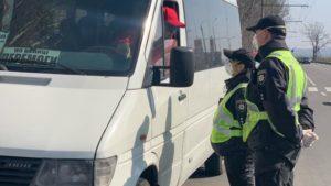 У Запоріжжі поліцейські перевіряють громадський транспорт на дотримання карантину, — ФОТО