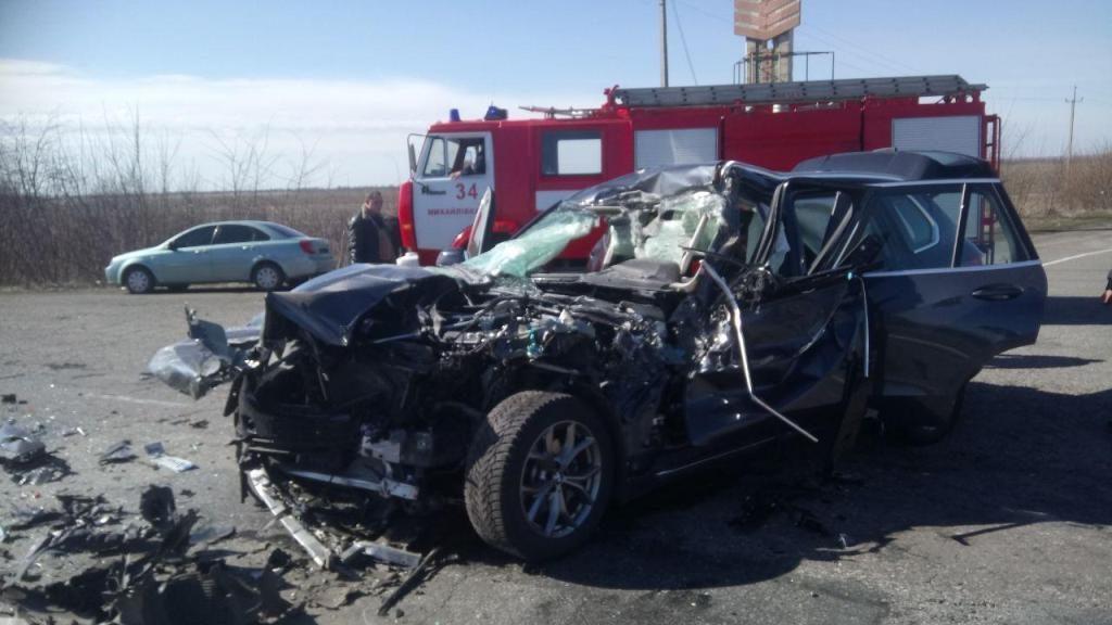 На трассе Харьков-Симферополь произошло ДТП: водителя зажало в покореженном авто, — ФОТО