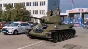 В Запорожье был замечен военный танк Т-34, — ВИДЕО