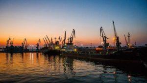 В Бердянському морському порту ізолювали судно з ознаками захворювання коронавірусом серед екіпажу