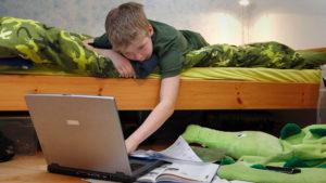 Запорожские школьники на период карантина учат уроки онлайн на дистанционном обучении