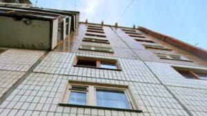 В Запорожье молодой парень выпал с 9-го этажа