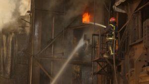На запорожском предприятии произошел пожар: спасатель травмирован, - ФОТО