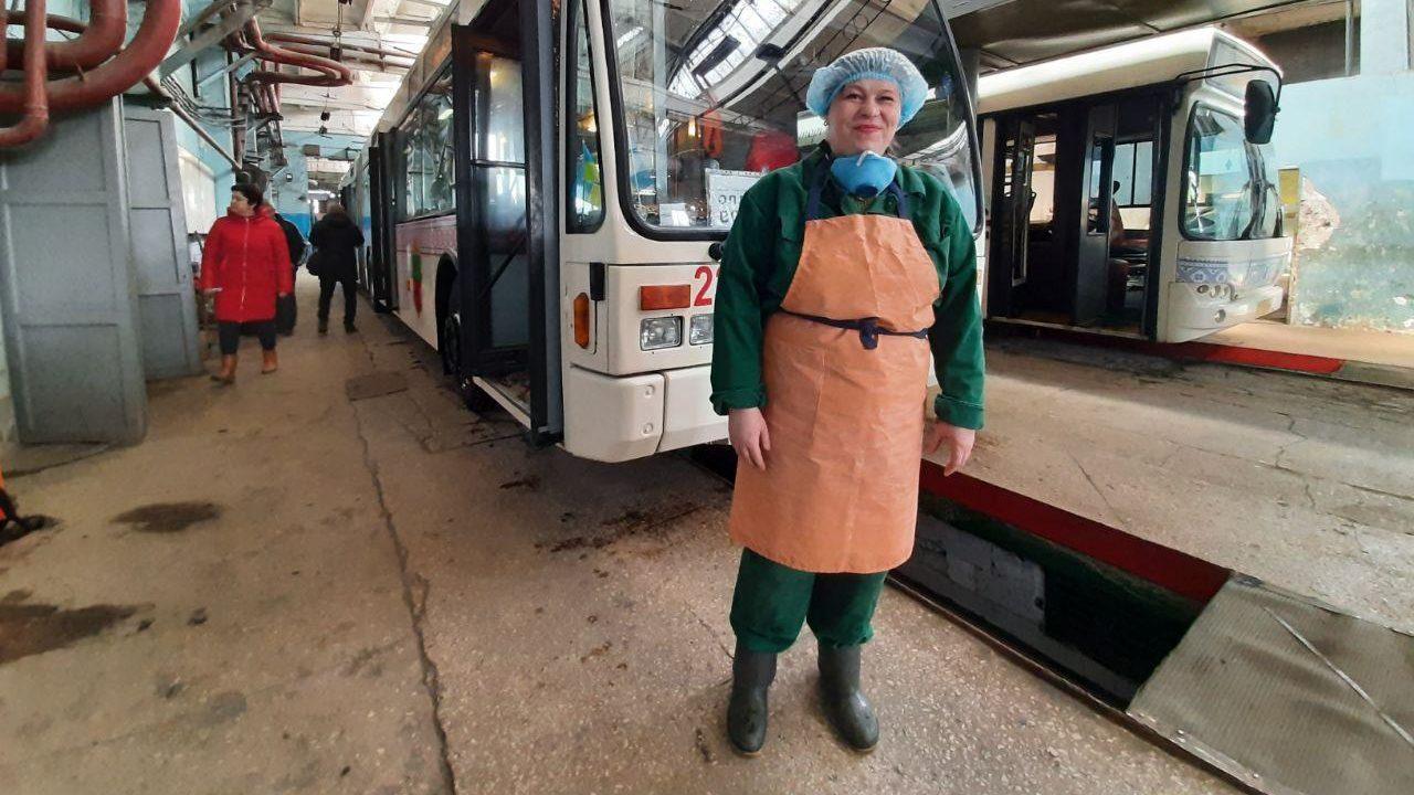 Угроза коронавируса: в Запорожье дезинфицируют автобусы и троллейбусы, — ФОТОРЕПОРТАЖ