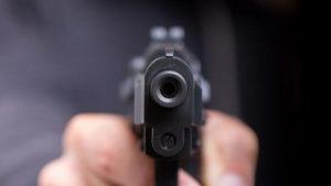 В Запорожье во время пьяного застолья полицейский выстрелил коллеге в голову, а потом пытался замести следы