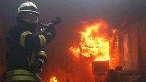 В запорізькій п'ятиповерхівці 11 вогнеборців гасили пожежу в квартирі