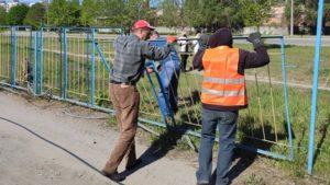 У Запоріжжі на Бородинському почали демонтаж незаконної автопарковки, – ФОТО