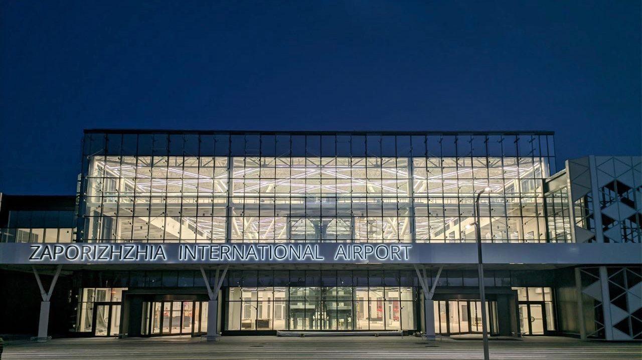 В новом терминале запорожского аэропорта установили освещение: как оно выглядит, — ФОТО