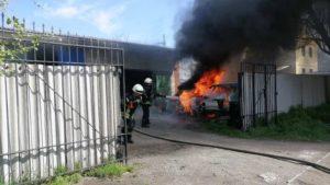 У Запоріжжі на СТО згоріли два автомобіля, – ФОТО