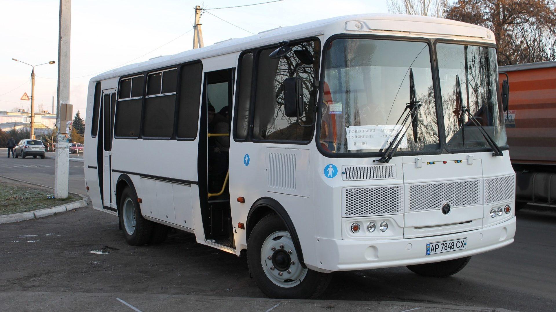 В одному з міст Запорізької області відсьогодні почали працювати спецрейси автобусів: хто може ними скористуватись