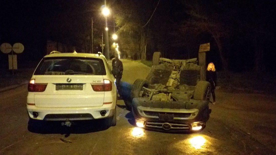 У Запоріжжі дівчина на позашляховику влаштувала ДТП: перекинувся автомобіль, – ФОТО