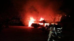 В Мелітопольському районі вночі палала прибудова будинку, — ФОТО