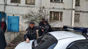 В Енергодарі завдяки пильним сусідам вдалось затримати грабіжників, які забрались в квартиру серед білого дня