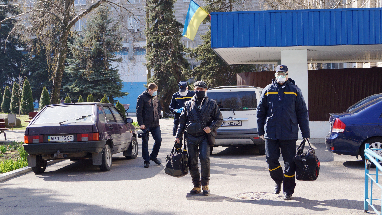 ГСЧС-ники помогли жителю Запорожской области попасть из больницы домой