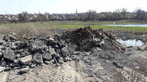Запоріжець вивіз будівельне сміття до ріки Капустянки, — ФОТО