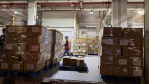 Мільйон масок: до України прибув гуманітарний багаж
