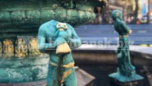 В Бердянську вандали відірвали голову статуї, — ФОТО