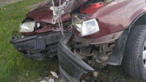 В Запоріжжі водій на перехресті не впорався з керуванням: машина