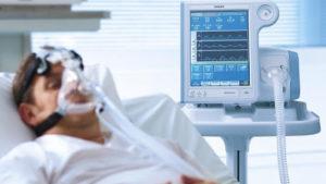 В Запорожье больному коронавирусом директору рынка, который игнорировал карантин, проводят  искусственную вентиляцию легких