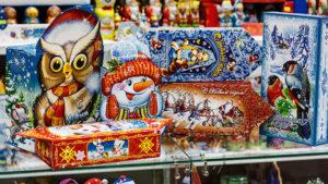 Запорожский предприниматель поставил в школы новогодние подарки с испорченными сладостями