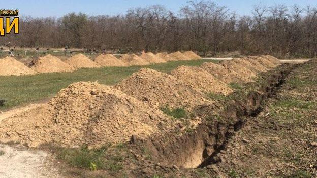 Готовятся к эпидемии? На запорожском кладбище выкопали сотню свежих могил, – журналист