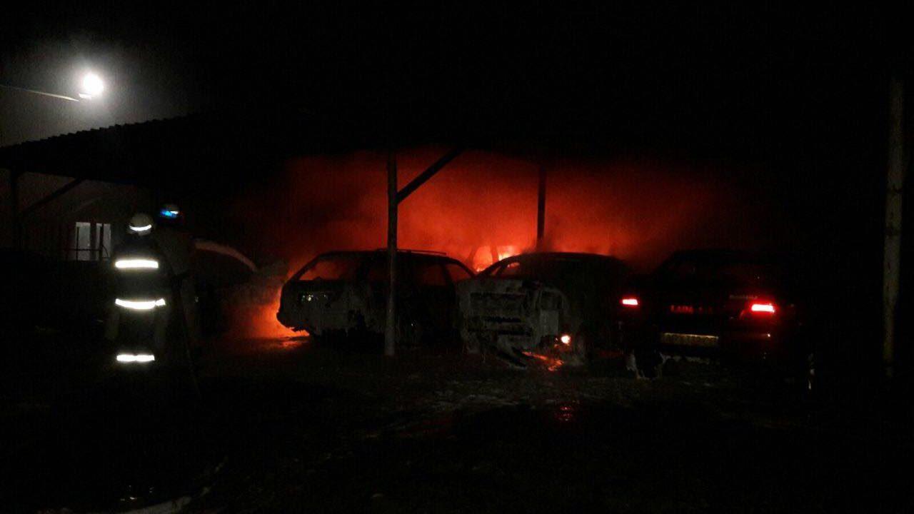В Запорожской области подожгли автопарковку – сгорело 9 машин: владелец отказался платить «дань» местному бандиту, – ФОТО