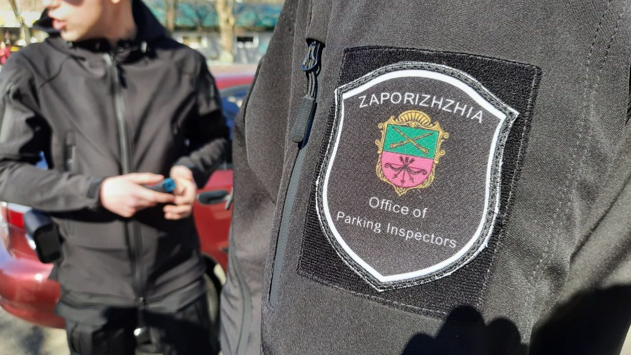 За первый месяц работы в Запорожье инспекторы по парковке выписали штрафов на 200 тысяч гривен