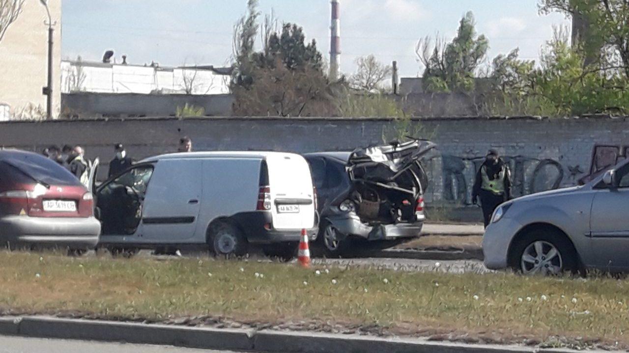 В Запорожье на Набережной в ДТП разбились две иномарки: на месте работают медики, – ФОТО