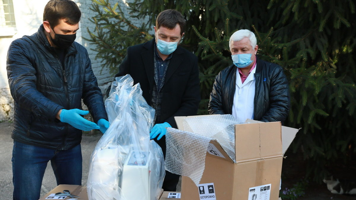 Областная инфекционная больница получила гуманитарную помощь от крупного бизнеса