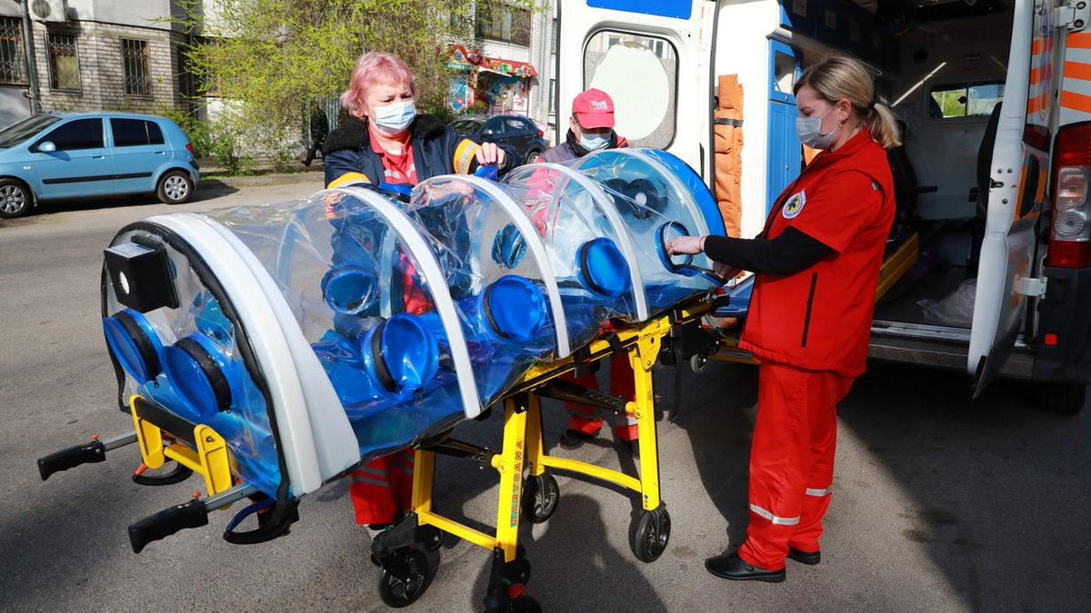 Запорожская область получила биобоксы для транспортировки больных COVID-19 от Фонда Вадима Новинского, – ФОТО