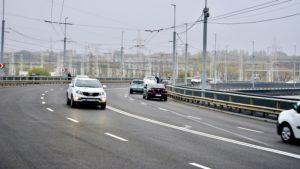В Запорожье на ДнепроГЭСе после ремонта за 100 миллионов снова разрушается асфальт: названы причины
