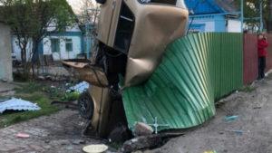 У Запорізькій області п'яний водій поставив «Жигулі» дибки у чужому дворі, –ФОТО