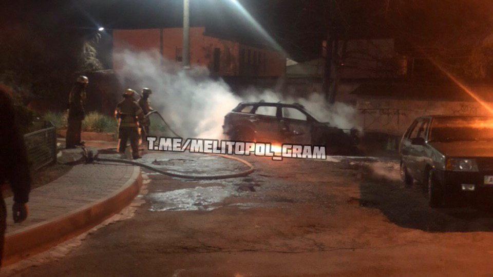 У Запорізькій області підпалили Range Rover: автомобіль згорів вщент, – ВІДЕО
