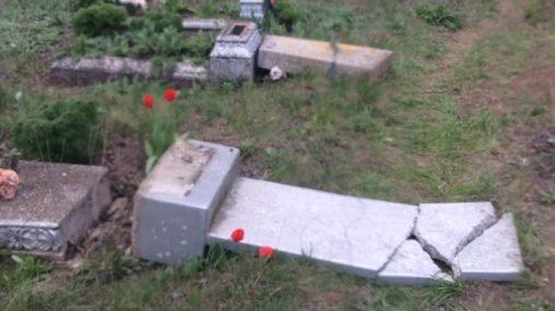 Правоохоронці розшукують родичів людей, чиї могили були потрощені у квітні в Пологівському районі