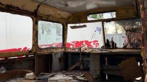 До Запоріжжя привезли тролейбус, який 30 років тому розвозив в Криму туристів, — ВІДЕО