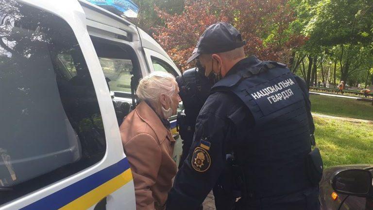 Правоохранители вернули домой 93-летнюю женщину, которая потерялась в центре Запорожья