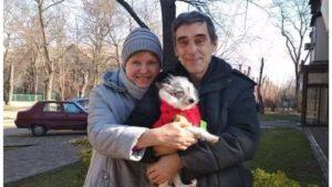 Відбувся суд у справі собаки, яку в центрі Запоріжжя скинули на залізничні колії: винуватець помер