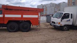 Энергодарские спасатели помогли водителю грузовика, который застрял в песке, — ФОТО