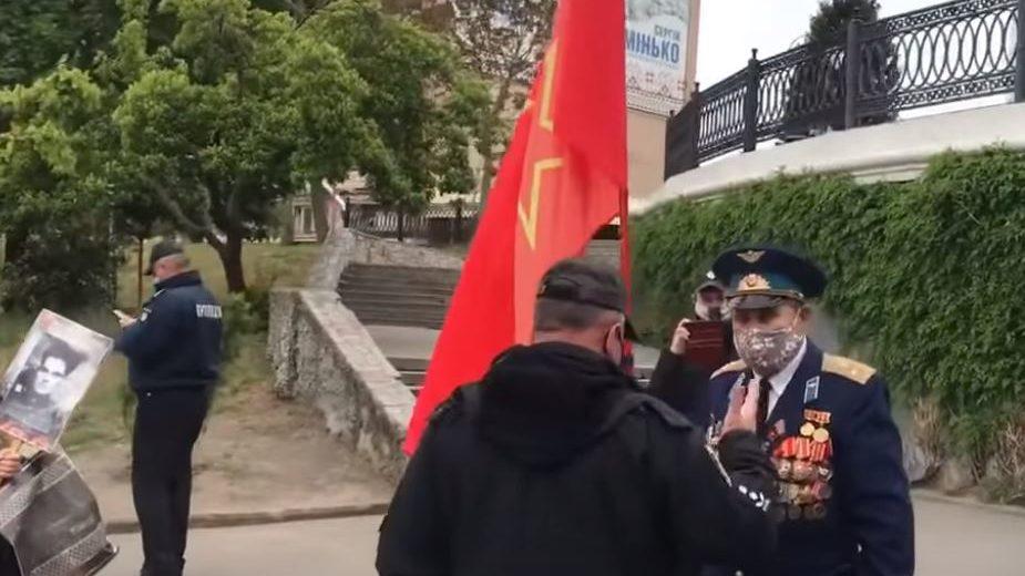 В Мелітополі затримали пенсіонера, який порушив закон про декомунізацію, — ВІДЕО
