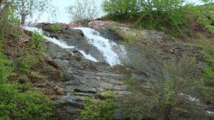 В Запорожской области ожил водопад, который пересох 10 лет назад, — ВИДЕО