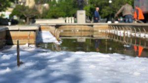 Бердянські вандали кинули у фонтан миючий засіб, — ФОТО