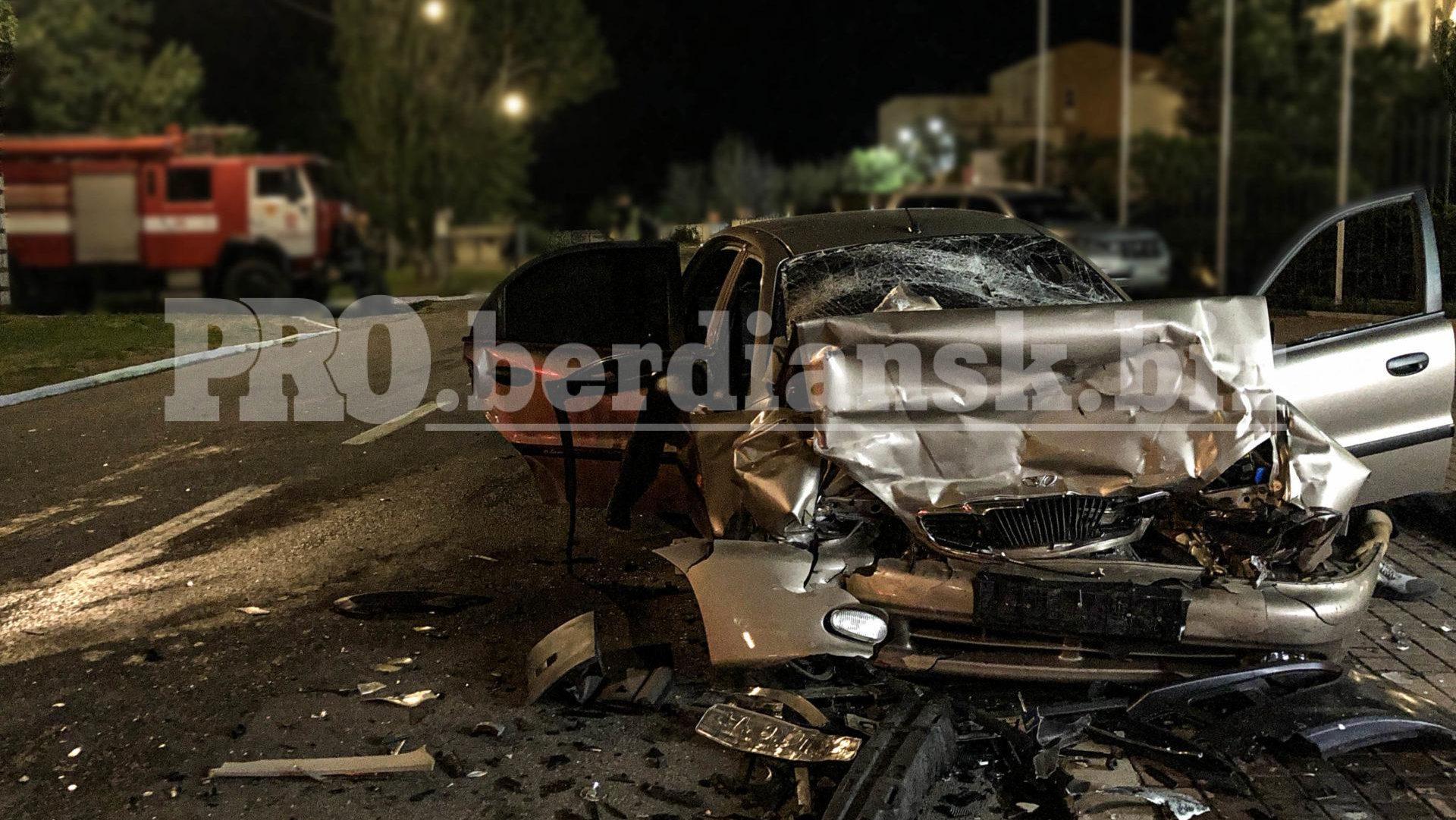 В Запорожской области произошло смертельное ДТП: погибли два человека, еще трое – в больнице, – ФОТО
