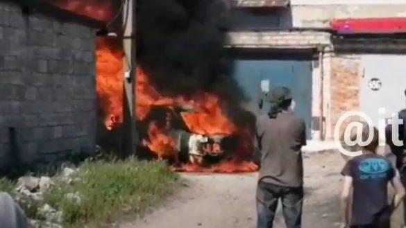 У Запоріжжі на Бабурці згоріла Audi, – ВІДЕО