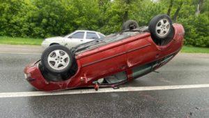 В Запорожье пьяный водитель устроил лобовое столкновение: автомобиль перевернулся, пострадали люди, – ФОТО
